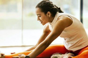 Δεν μπορείς να πας στο γυμναστήριο; 4 ασκήσεις για να «κάψεις» τις θερμίδες που θες!