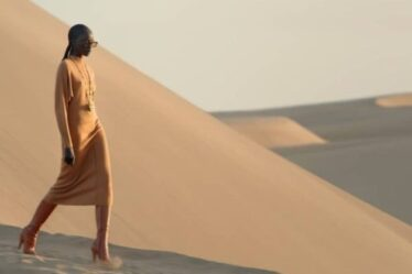 Η μυστηριώδης έρημος του Saint Laurent SS21 - BORO από την ΑΝΝΑ ΔΡΟΥΖΑ